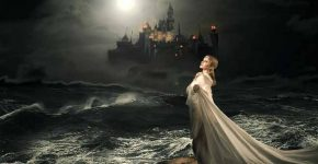 красива дівчина,замок,луна