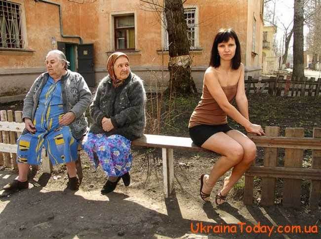 бабусі на лавці