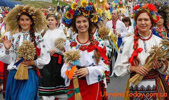 день вишиванки в Україні