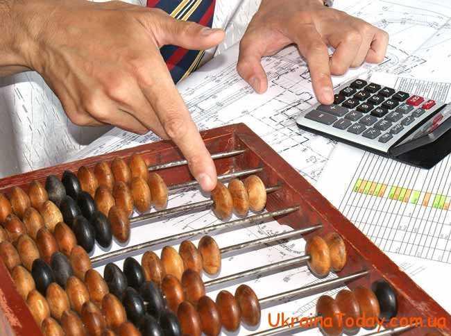 Майже кожного дня в українців виникають питання з приводу того, яким чином відбувається нарахування їх заробітних виплат