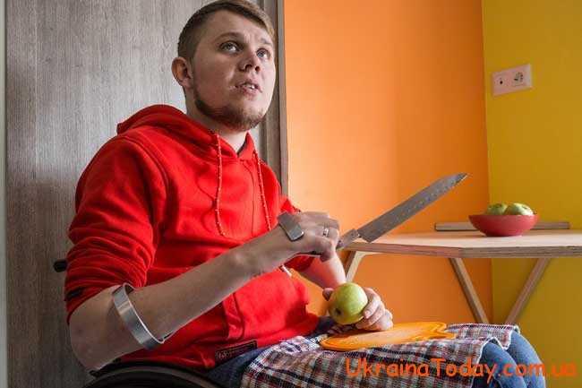 надання особі статусу інваліда